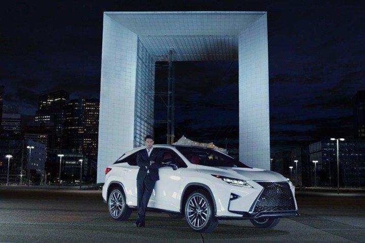 Đánh giá xe Lexus RX350 2016: gây ấn tượng mạnh nhờ những thay đổi về ngoại hình, nâng cấp trang bị, tiện nghi và khả năng vận hành.