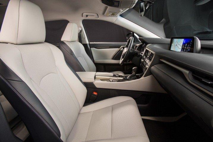 Đánh giá xe Lexus RX350 2016: Các ghế ngồi được bọc da sang trọng, cho cảm giác thoải mái.