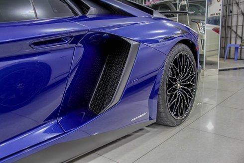 Chiêm ngưỡng Lamborghini Aventador SV màu xanh độc nhất tại Việt Nam 7