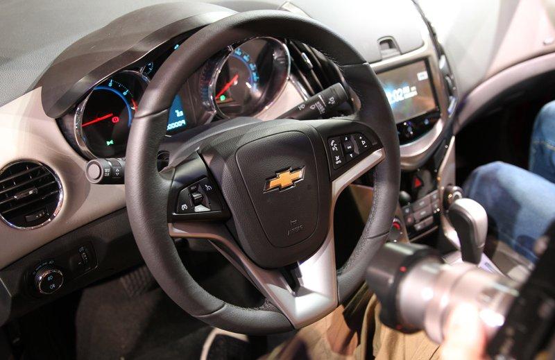 So sánh xe Chevrolet Cruze và Honda Civic 19