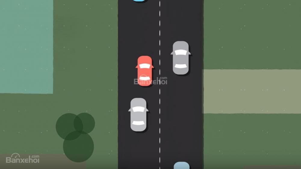 Chạy quá chậm và chuyển làn đường nguy hiểm hơn việc tăng tốc.