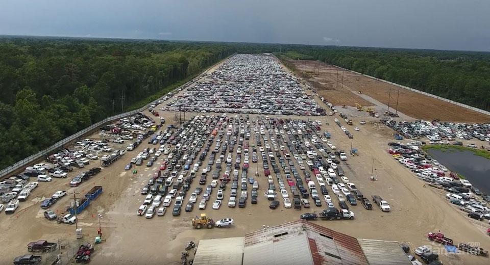 Hàng trăm nghìn chiếc xe hơi bị hư hỏng bởi cơn lũ lớn tại Louisiana
