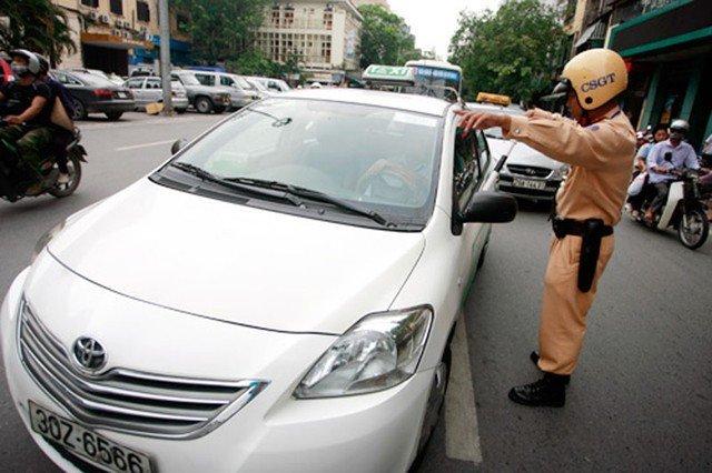 Từ tháng 11, ô tô đè vạch phân làn bị phạt 200.000 Đồng.