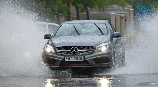 Chăm sóc cần gạt nước mưa.