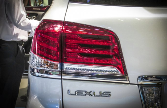 Bóng đèn phanh có vai trò quan trọng trong việc đảm bảo an toàn cho lái xe và các hành khách trên xe.