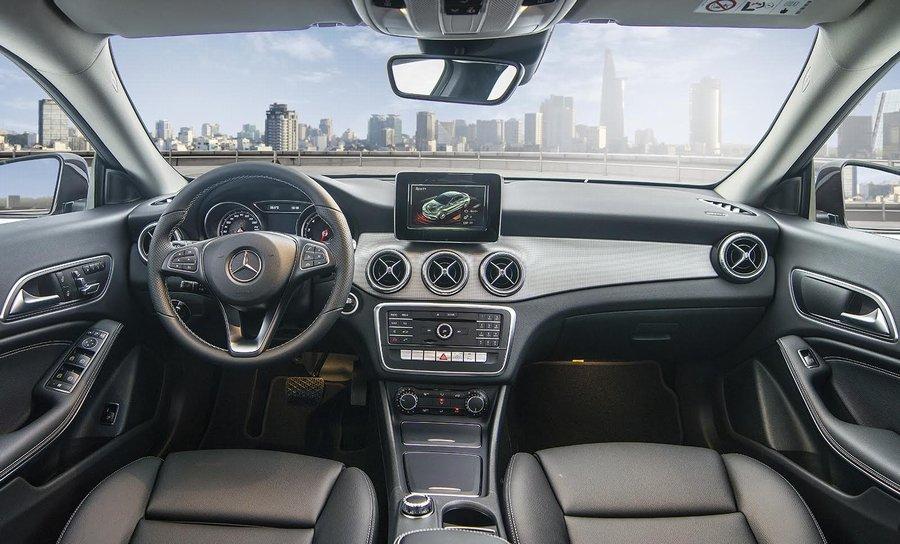 Khoang cabin của Mercedes-Benz CLA facelift được bổ sung thêm nhiều tính năng mới.