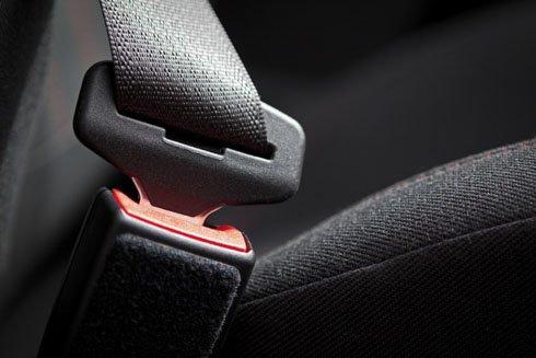 Dây đai an toàn trên xe hơi đang là trang bị bắt buộc.
