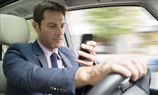 Hệ thống cảnh báo người lái tập trung điều khiển xe thông bằng âm thanh.