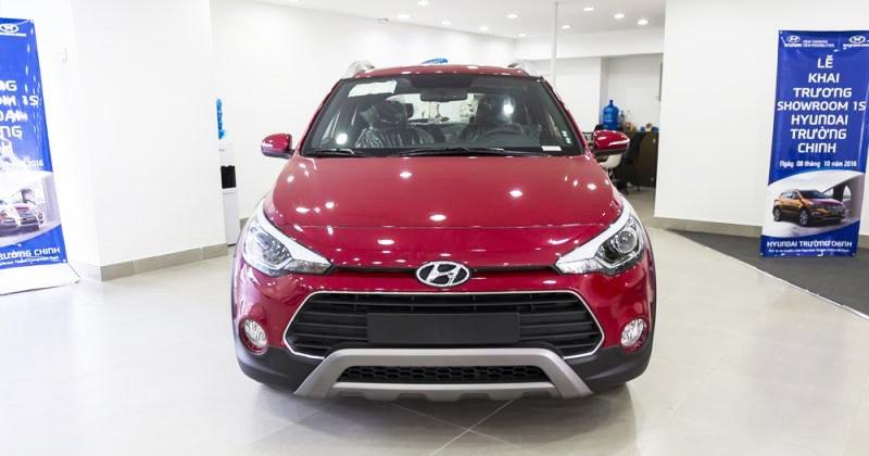Đánh giá xe Hyundai i20 Active 2017 có diện mạo năng động, cá tính.