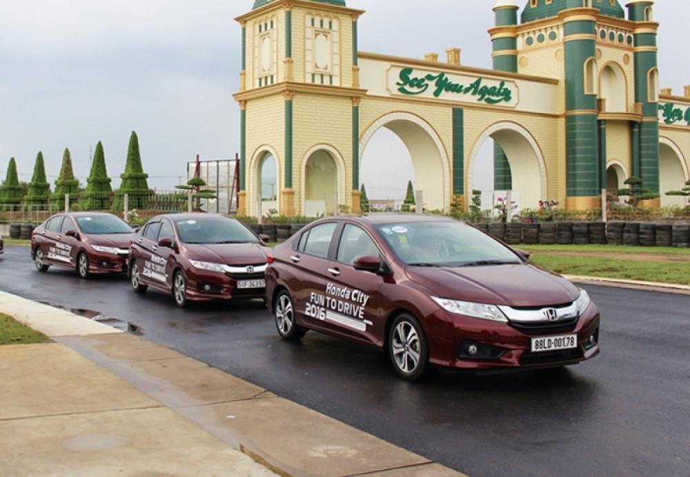 Top 10 xe ô tô bán chạy nhất thị trường Việt Nam năm 2016 9