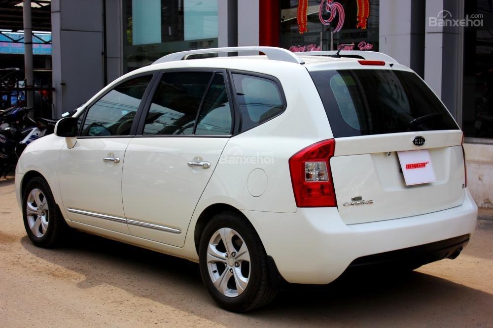 Bán Kia Carens EX 2.0MT sản xuất 2015, màu trắng, giá 525tr, 27.300km, đẹp long lanh
