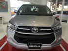 Bán ô tô Toyota Innova 2.0 E đời 2017, màu bạc, giao ngay, KM 40tr phụ kiện, trả góp 90%, 7 năm