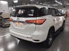 Cần bán Toyota Fortuner đời 2017 màu trắng nhập khẩu nguyên chiếc