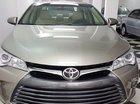 Bán Toyota Camry XLE đời 2016, màu vàng, nhập khẩu