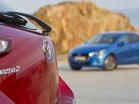Đuôi xe Mazda2 2015 a1