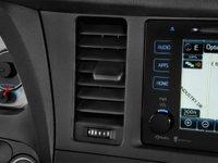 19 26c3 Đánh giá chi tiết xe Toyota Sienna 2015: Mẫu xe gia đình hoàn hảo