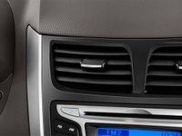 2013hyundaiaccent71 15cd Đánh giá chi tiết xe Hyundai Accent 2014