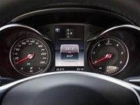 Bảng đồng hồ lái của Mercedes-Benz GLC-Class.