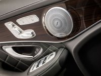 Các phím bấm trên cửa xe Mercedes-Benz GLC-Class.