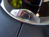 Các phím bấm chức năng của Mercedes-Benz GLC-Class.