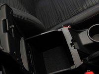 Hộc chứa đồ của Toyota Innova 2016 a.
