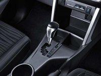Hộc chứa đồ của Toyota Innova 2016.