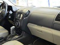 Đánh giá xe Chevrolet Colorado 2015 phần nội thất 2.