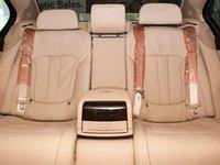 Đánh giá xe BMW 730Li có hàng ghế sau vô cùng thoải mái cho 2 người.