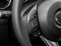 Đánh giá xe Mazda 6 2016 có nhiều phím tiện ích.