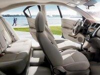 Đánh giá xe Nissan Sunny 2015 có thể chứa thoải mái cho 5 người.