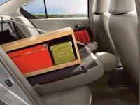 Đánh giá xe Nissan Sunny 2015 có hàng ghế sau có thể gấp gọn tăng dung tích cốp.