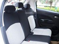 Đánh giá xe Mitsubishi Mirage 2016 có hàng ghế sau trang bị 3 tựa đầu.