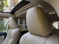 Tựa đầu trên các ghế ngồi của Lexus RX 350 2016 dạng to, cho cảm giác thoải mái.