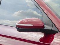 Đánh giá xe Hyundai i20 Active 2017 có gương chiếu hậu ngoài tích hợp đèn LED báo rẽ.