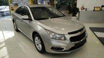Cần bán xe Chevrolet Cruze LT sản xuất 2017, màu bạc