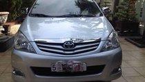 Cần bán xe Toyota Innova đời 2010, màu bạc