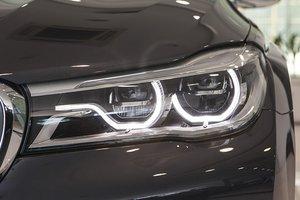 Đánh giá xe BMW 730Li: Đèn pha sắc sảo.