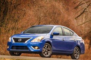 Đánh giá xe Nissan Sunny có gương chiếu hậu chỉnh điện.