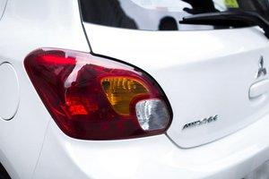 Đánh giá xe Mitsubishi Mirage 2016 có đèn hậu LED vẫn giữ kiểu dáng cũ.