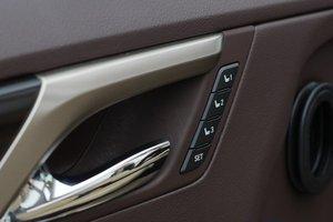 Đánh giá xe Lexus RX 200t có các phím lựa chọn nhớ vị trí ghế.