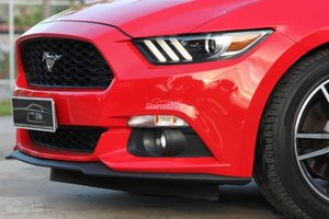 Đánh giá xe Ford Mustang 2015 có đèn sương mù LED, lưới tản nhiệt hình sóng biển.