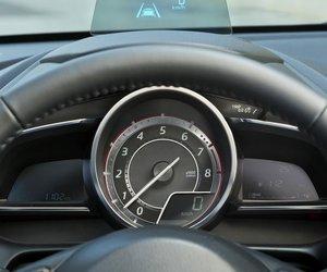 Đồng hồ lái của Mazda2 2015 1
