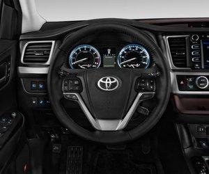 Toyota Highlander 13 6c91 Đánh giá chi tiết xe Toyota Highlander 2014: Đối thủ sừng sỏ của Honda Pilot