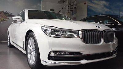 Đang cần bán gấp Bmw 7 Series 750Li thế hệ 2016, màu trắng, nhập khẩu
