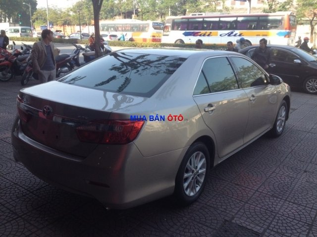 Xe Toyota Camry  2012-1