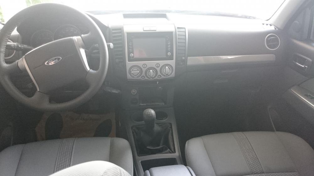 Xe Ford Everest 2.5 MT 4x2 2015-3