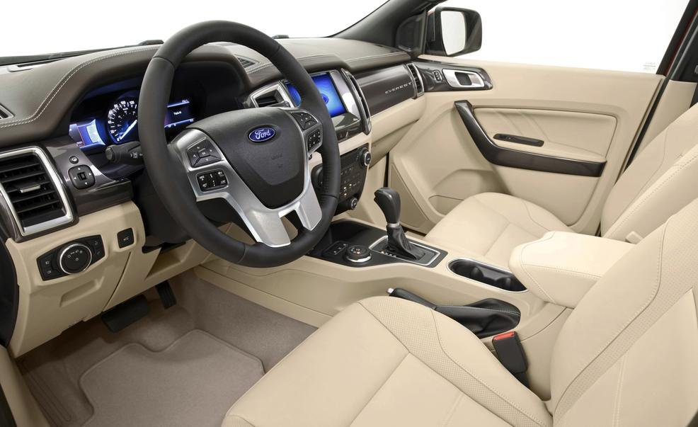 Bảng tablo của Ford Everest 2015.