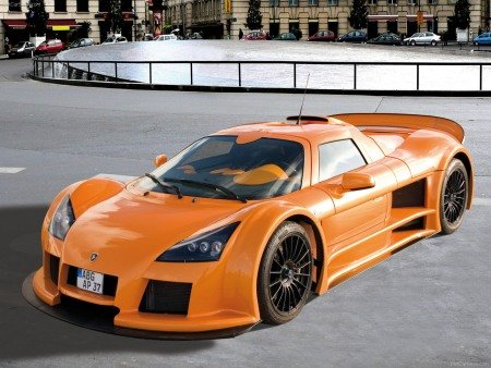 Gumpert Apollo cũ.