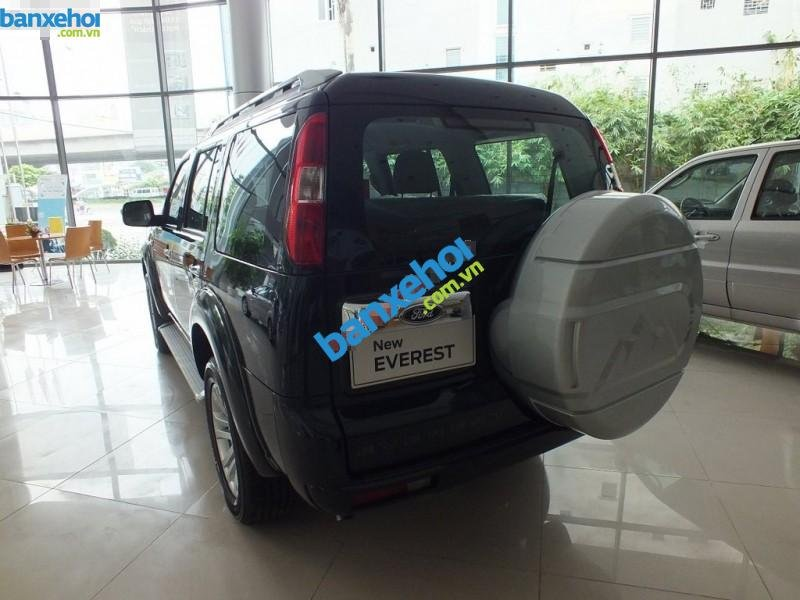 Xe Ford Everest 4x2 MT 2013-4