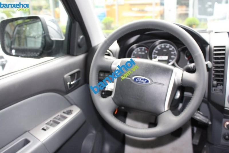 Xe Ford Everest 4x2 MT 2013-7